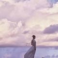 李沁白色露背长裙
