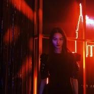超模贺聪亮相上海 黑色短裙变身炫酷少女