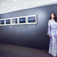 实力派电影小花李梦受邀出席摄影展  透视纱裙优雅灵动
