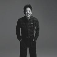 张晓龙再登杂志封面 童颜出镜运动感十足