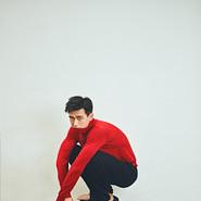 李现最新写真大片曝光  红衣少年不羁有个性