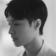 张艺兴黑白写真,温暖柔和的帅气男孩