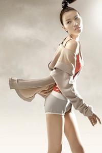 李宁X张达女子观己系列唯美发布