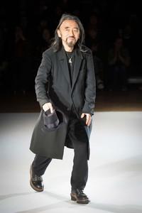 Yohji Yamamoto 巴黎秋冬时装周秀场