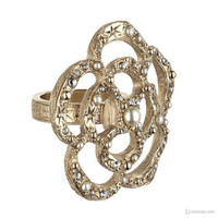 山茶花珠宝美而华丽 Chanel式的贵族造型