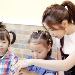 陈妍希微博召唤旅行青蛙 拍戏不忘助力儿童反拐公益