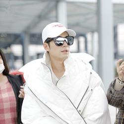 陈学冬今日现身上海机场,一身大白般洁净暖男造型呈现可爱知性形象