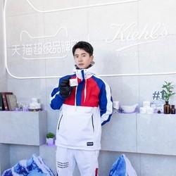 刘昊然滑雪服亮相 首坐雪地摩托车尽显青春活力