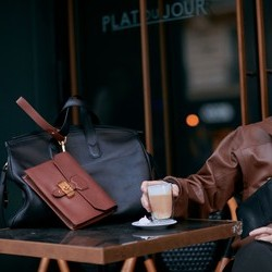 白宇最新巴黎街拍!演绎经典与街头超有型