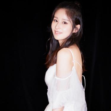 颖儿出席LANYU 2018婚纱礼服发布秀