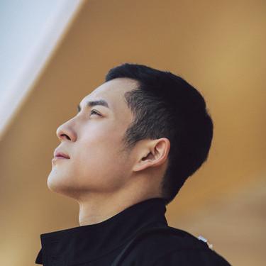 DIOR迪奥香氛世家大使韩东君身着迪奥二零一九夏季男装系列出发巴黎