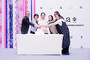 谢娜联手清华大学启动创意起航计划 粉色长裙笑如春风