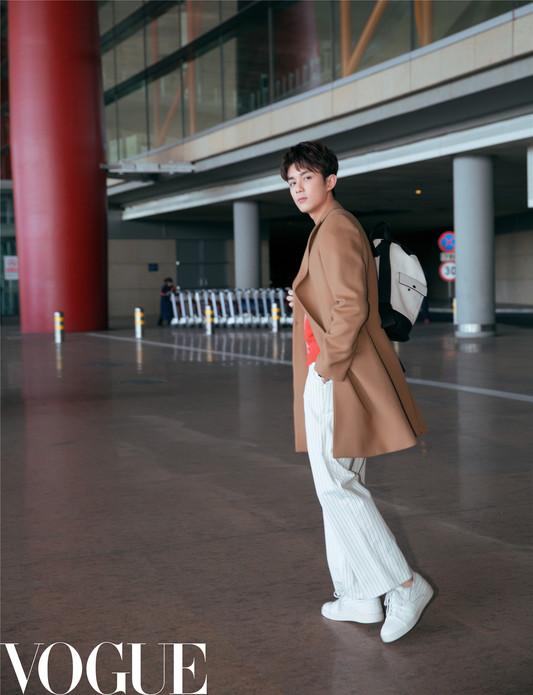 吴磊暖笑出发纽约  首战时装周令人期待