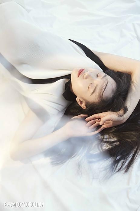 李梦最新杂志大片曝光 灵动优雅高级感十足