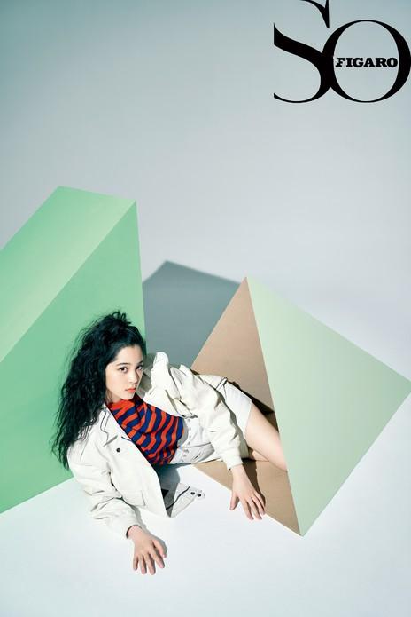 欧阳娜娜登杂志封面,风格大片定格17岁末的青春