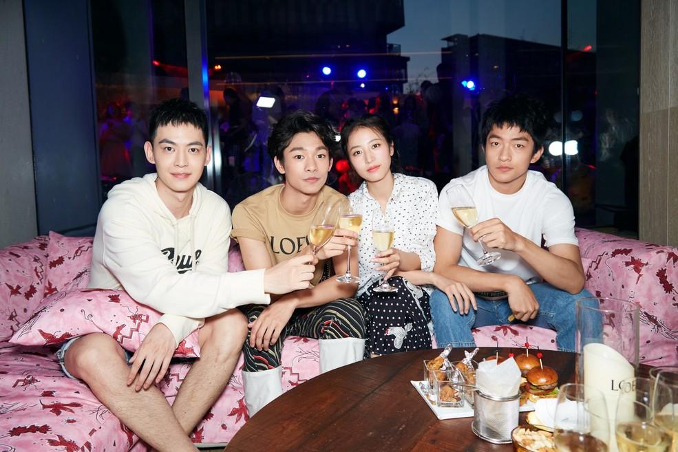 张宥浩现身夏日派对,明朗帅气的少年