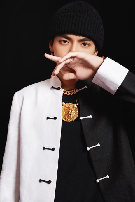 吴亦凡制作人公演第一 《Young OG》演绎中国风说唱