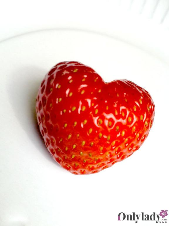 诱人 闹新春/粉嫩诱人的草莓甜品 3/23