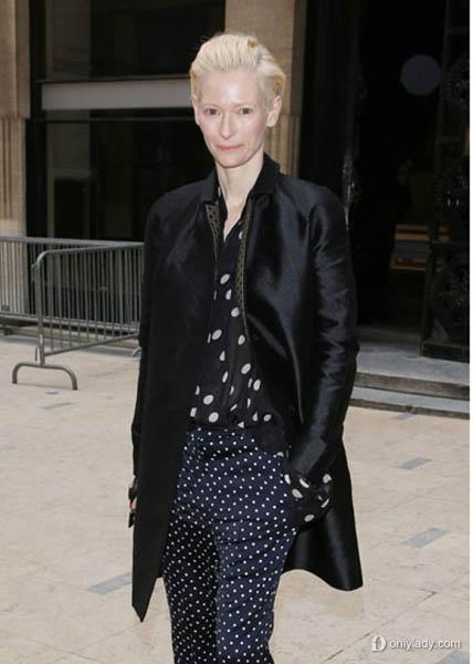 范冰冰 杰西卡奥尔芭领衔巴黎时装周街拍图片